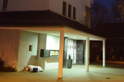 Der Platz vor der Kirche ist ihr Zuhause