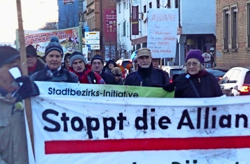 Bereits in der Vergangenheit gab es zahlreiche Demonstrationen gegen das Bauvorhaben der Allianz an der Heßbrühlstraße. Am Samstag lädt die VÖS zu einem Aktionstag ein. Foto: Archiv Christoph Kutzer