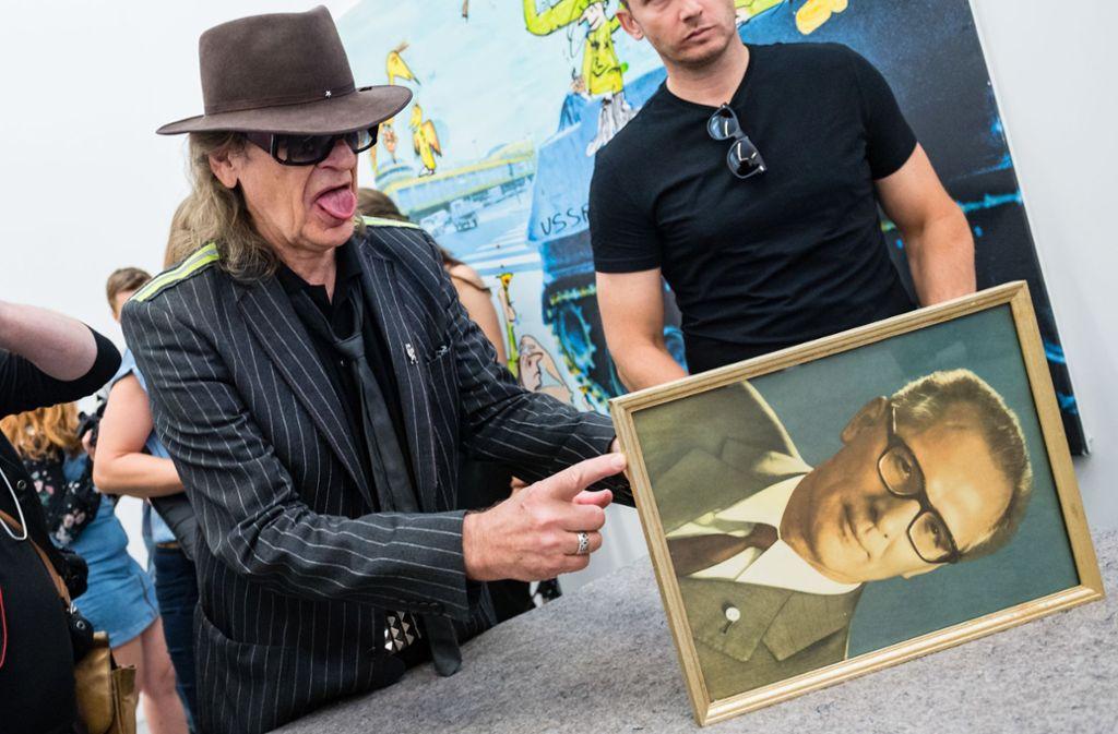 Udo Lindenberg zeigt, wie gut er sich an Erich Honecker erinnern kann. Foto: Getty Images