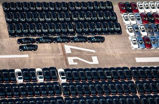 Daimler parkt Tausende Neuwagen auf altem Flugplatz