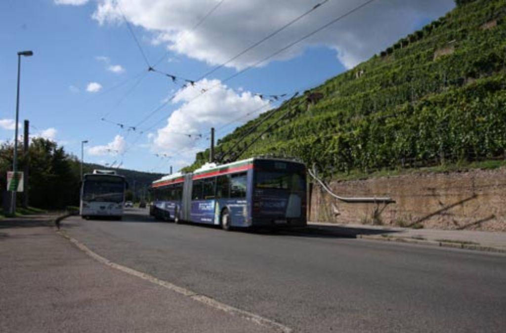 Den Saft beziehen die Busse aus der Oberleitung. Dadurch sind sie besonders umweltfreundlich, aber nicht besonders flexibel. Foto: Harnisch