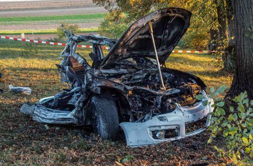 Auto in zwei Teile gerissen - Unfallfahrer stirbt