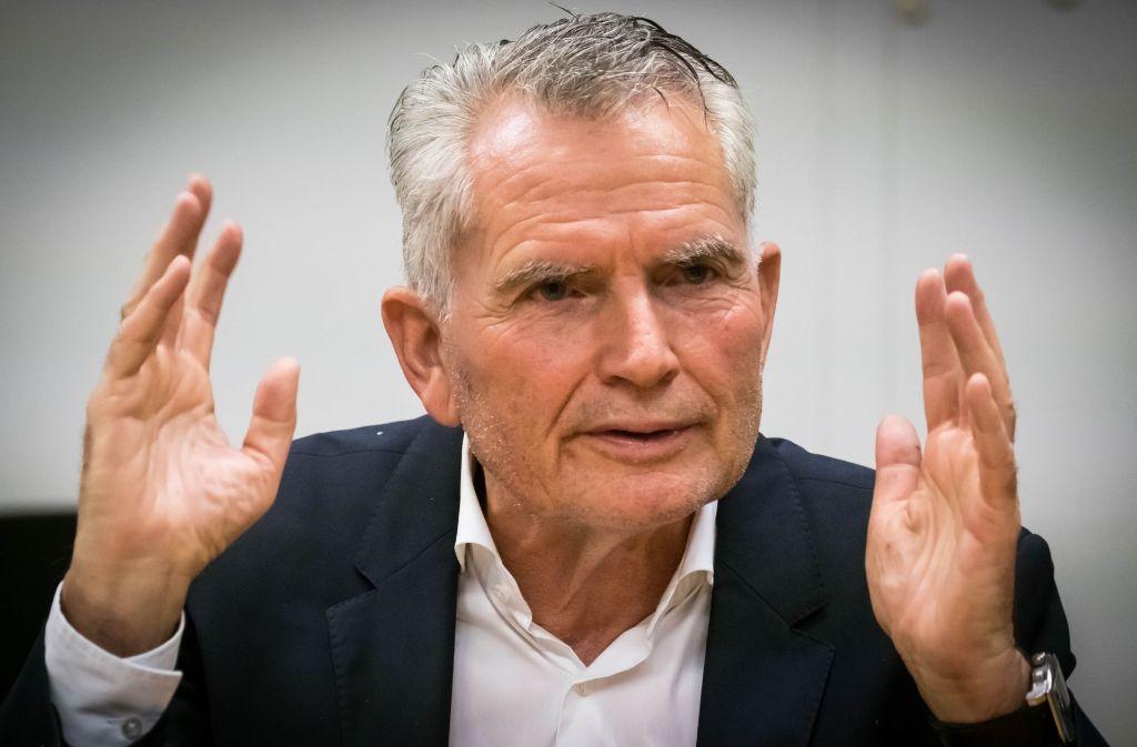 VfB-Präsident Wolfgang Dietrich äußert sich zur Zukunft von Trainer Hannes Wolf. Foto: Lichtgut/Achim Zweygarth