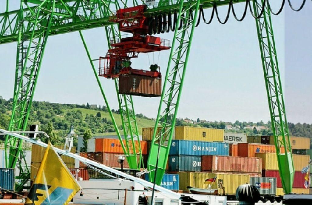Ein Kran am Containerterminal hat dem Hafen Ärger beschert. Foto: Zweygarth
