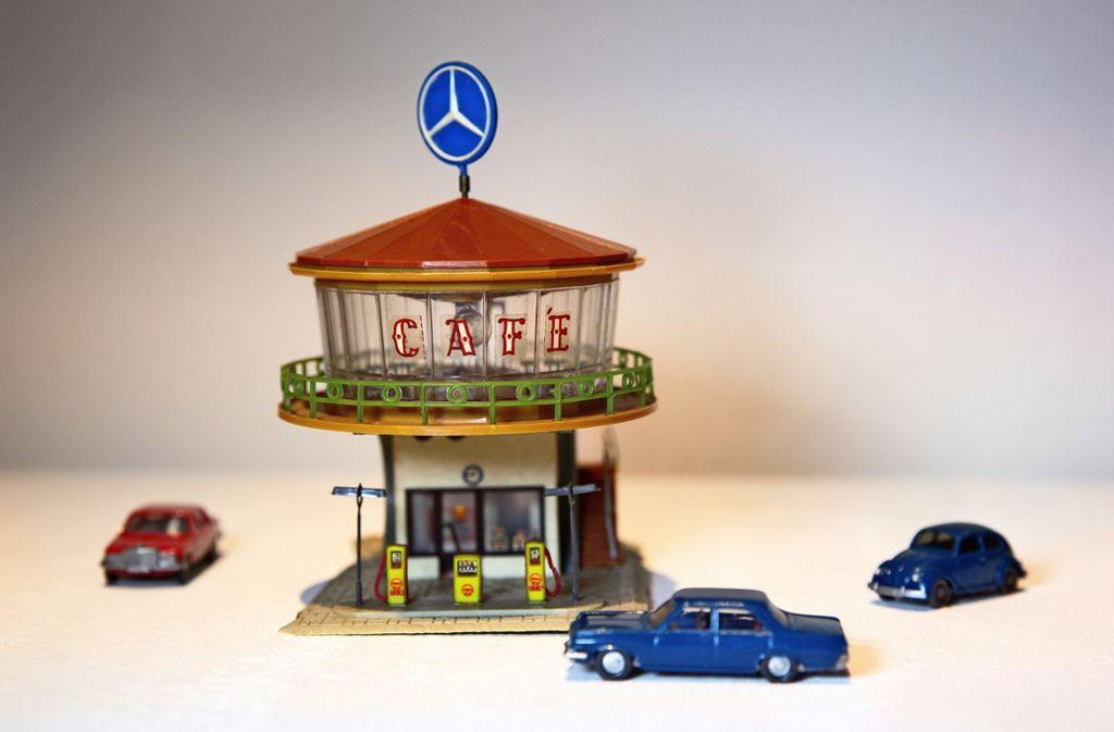 Café und Tankstelle unterm Daimlerstern. Foto: Ines Rudel