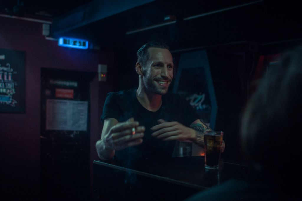 Barkeeper aus Leidenschaft: Franco Napolitano gibt immer Vollgas, ob im Keller Klub oder im Climax. Foto: Moritz Schmid / www.schmidmoritz.de