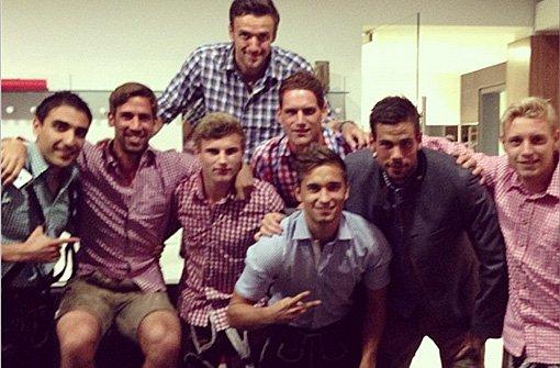 Die Spieler des VfB Stuttgart zeigen Wasen-Fotos bei Instagram