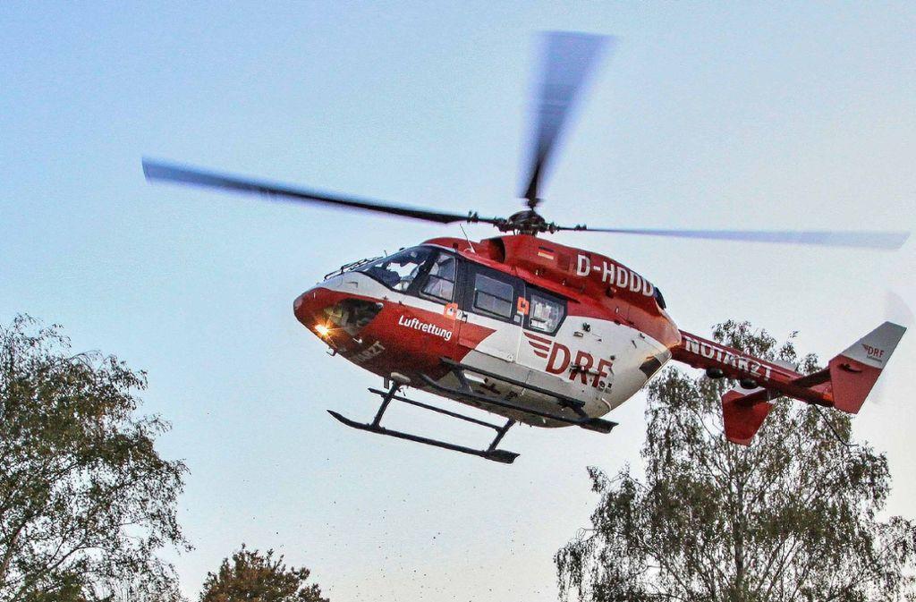 Der Mann ist mit einem Rettungshubschrauber ins Krankenhaus gebracht worden (Symbolfoto). Foto: SDMG