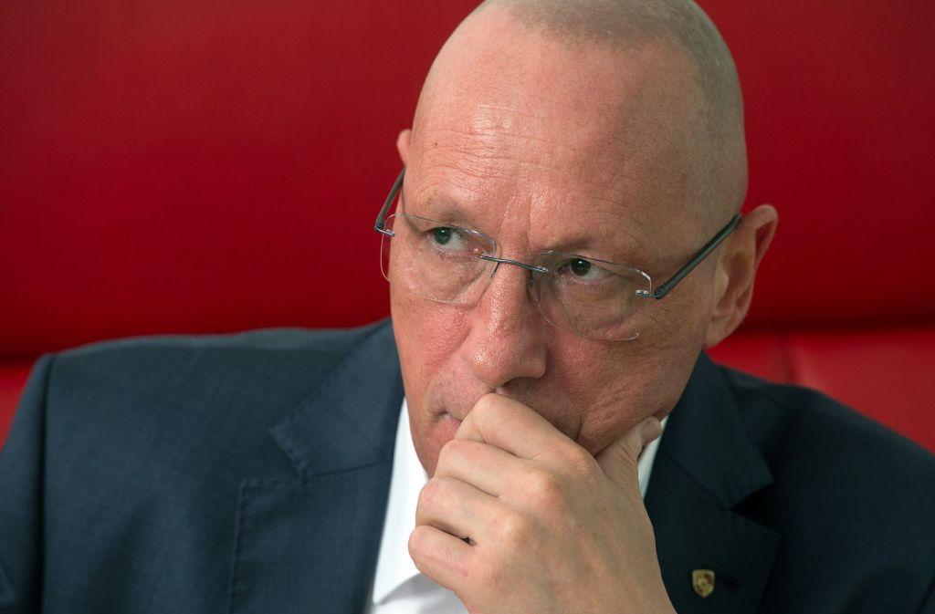 Porsche-Betriebsratschef Uwe Hück warnt die Konzernschwester Audi, der Zuffenhausener Sportautoschmiede erneut manipulierte Motoren zu liefern. Foto: dpa