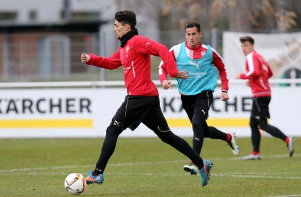 Federico Barba (links) kann wieder voll mittrainieren. Wir haben die Bilder vom Training. Klicken Sie sich durch unsere Fotogalerie. Foto: Pressefoto Baumann
