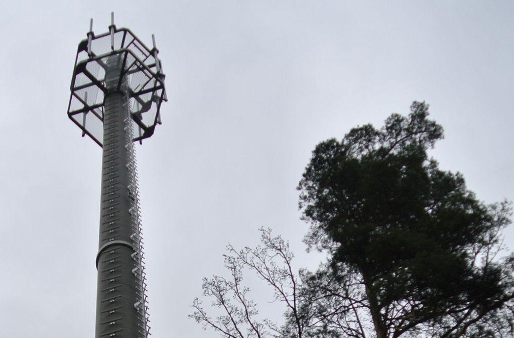 So wie der Mobilfunkmast im Rotwildpark könnte die auf der Rohrer Höhe geplante Antennenanlage aussehen. Auch dort soll es ein Bauwerk aus Beton sein. Foto: Archiv Stefanie Käfferlein