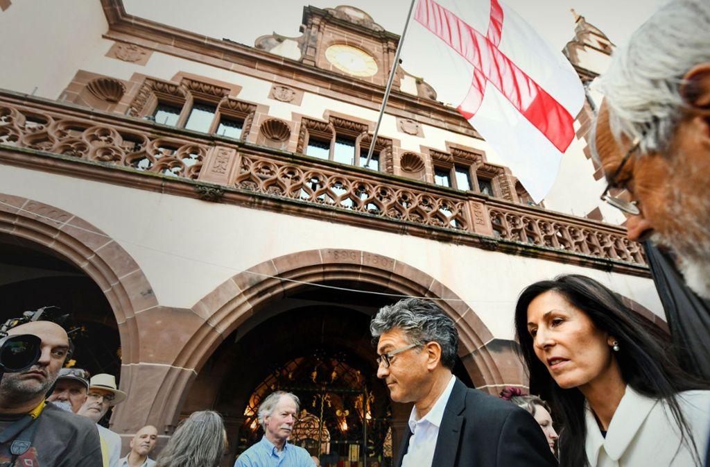 Die Enttäuschung ist sichtbar: der abgewählte Oberbürgermeister Dieter Salomon und seine Frau Helga Mayer-Salomon. Foto: dpa