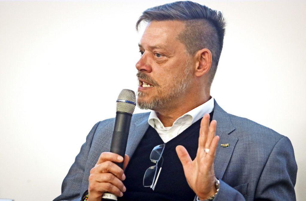 """""""Ohne meinen Großvater wäre Auschwitz nicht das, was es wurde."""" Rainer Höß bei der SPD-Diskussion in Rutesheim. Foto: factum/Granville"""