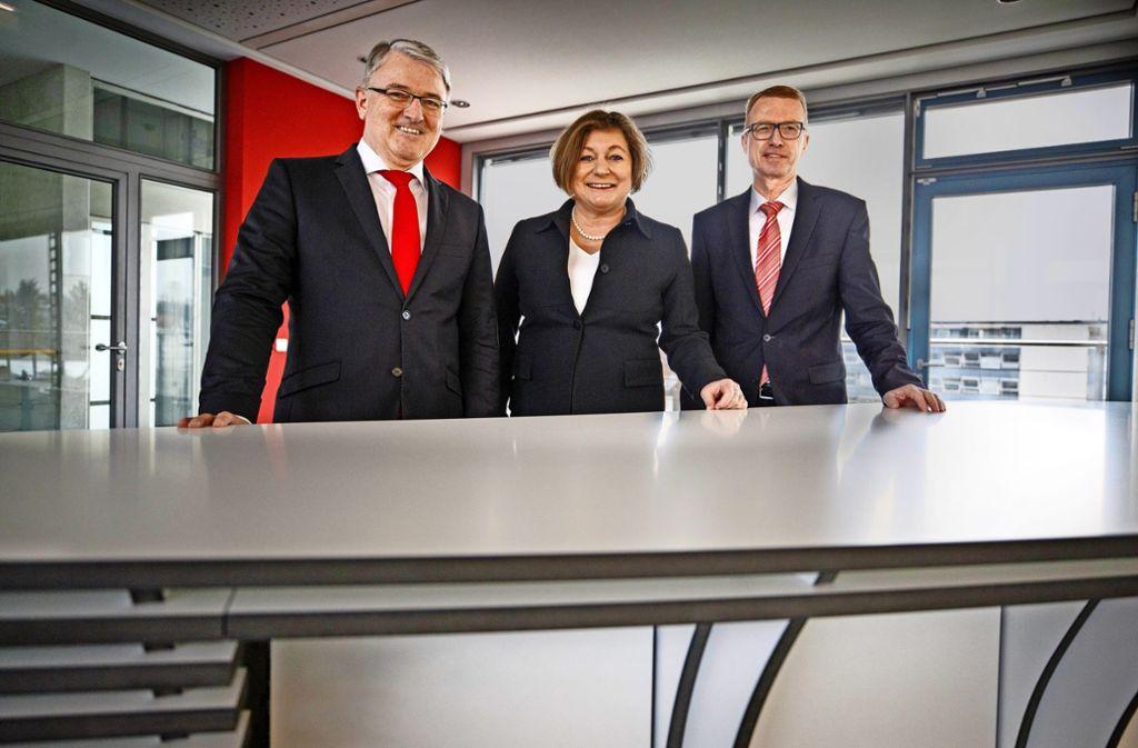 Ralph Walter, Ines Dietze und Lothar Kümmerle (von links) bilden das Vorstandstrio der Kreissparkasse Waiblingen. Foto: Stoppel