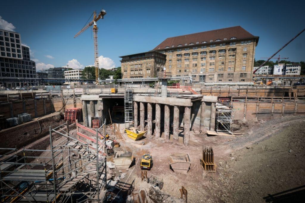 Unter dem Gebäude der ehemaligen Bahndirektion werden derzeit Tunnel für Stuttgart 21 gebaut. Foto: Lichtgut/Achim Zweygarth