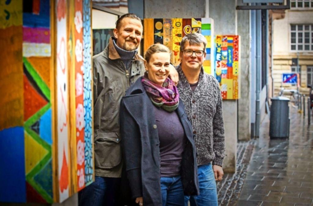 """Tobias Kraus, Christine Böhler und Matthias Kästner (von links) importieren  über """"Poís Portugal"""" fair gehandeltes  Obst nach Deutschland. Foto: Lichtgut/Achim Zweygarth"""