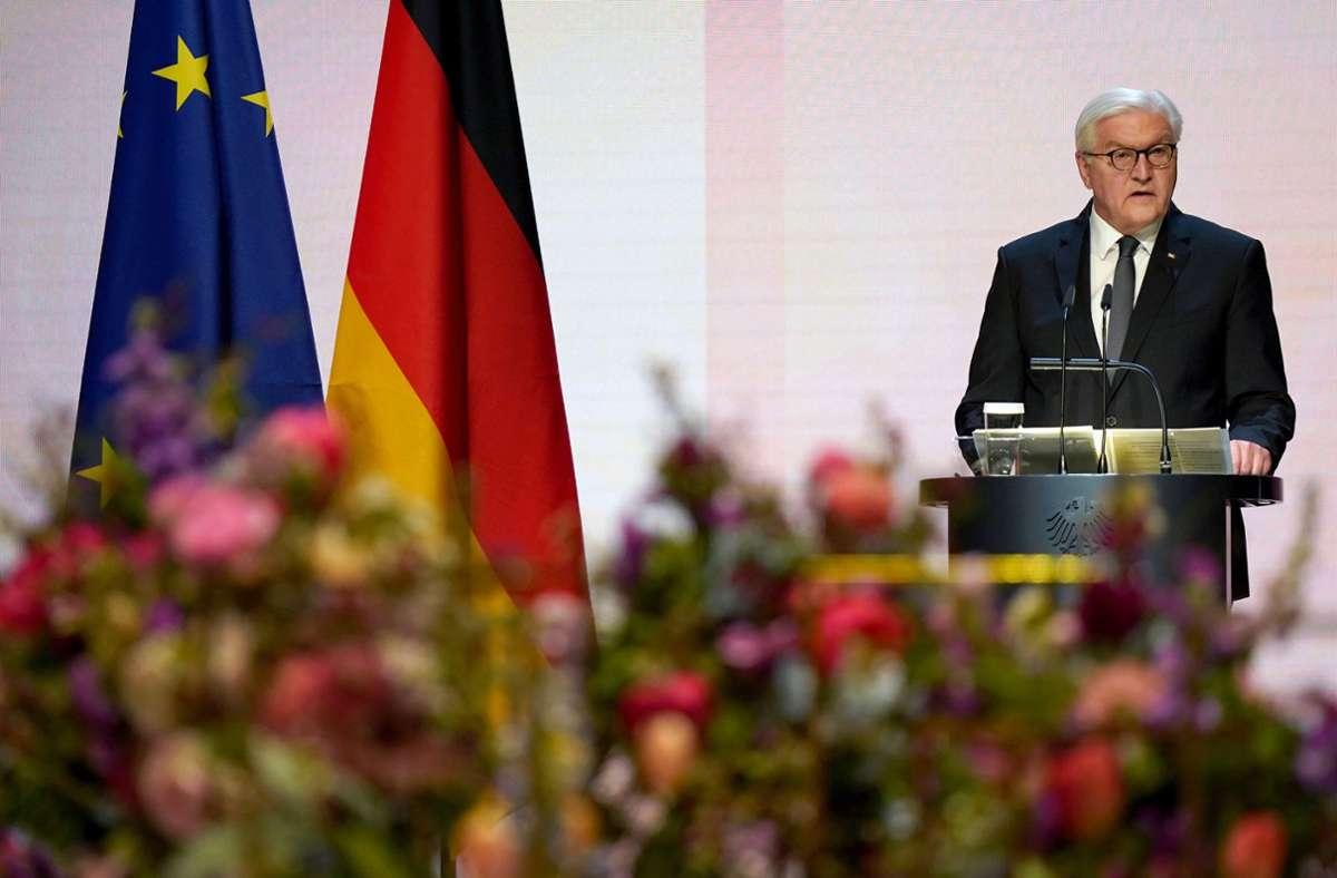 Bundespräsident Frank-Walter Steinmeier richtet den Blick auch voraus. Foto: dpa/Michael Sohn