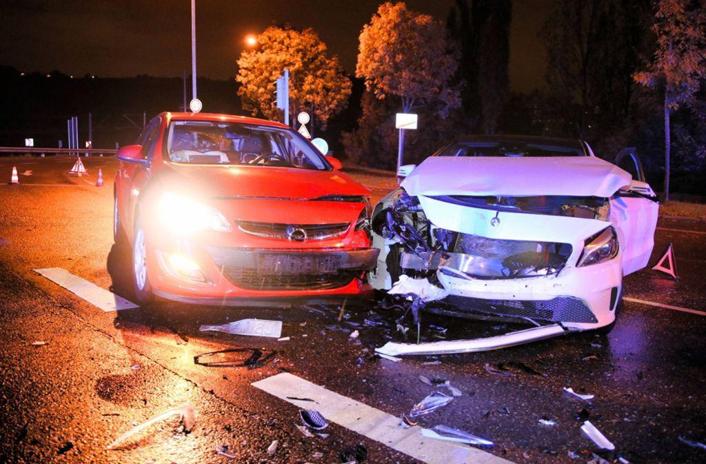 Beide Fahrzeuge mussten nach dem Unfall in Stuttgart-Münster abgeschleppt werden. Foto: 7aktuell.de/Kevin Lermer