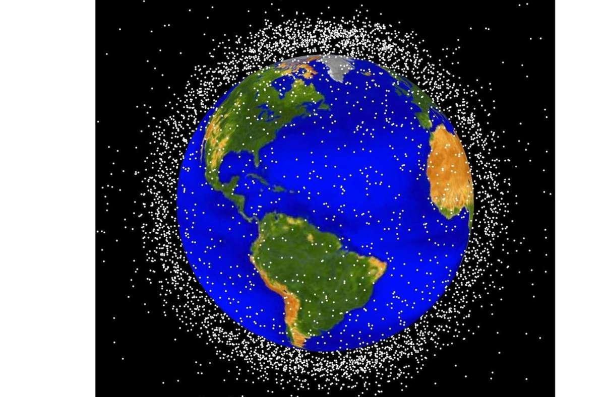 Die Nasa- Grafik ist ein computergeneriertes Bild von Objekten, die sich derzeit in der Erdumlaufbahn befinden. Etwa 95 Prozente der Objekte stellen Weltraumschrott, zum Beispiel nicht mehr funktionstüchtige Satelliten dar und zeigen die aktuelle Position der Objekte. Foto: orbitaldebris.jsc.nasa.gov