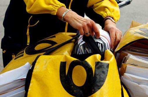 Postbotin zieht Handbremse nicht an - 30 000 Euro Schaden