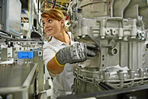 Die Vertreter der Arbeitnehmer  streben für den   ZF-Standort Friedrichshafen  eine Beschäftigungssicherung an. Die Gespräche   sind aber  erst am Anfang.  Am Stammsitz  fertigt ZF    Getriebe für Nutzfahrzeuge. Foto: dpa