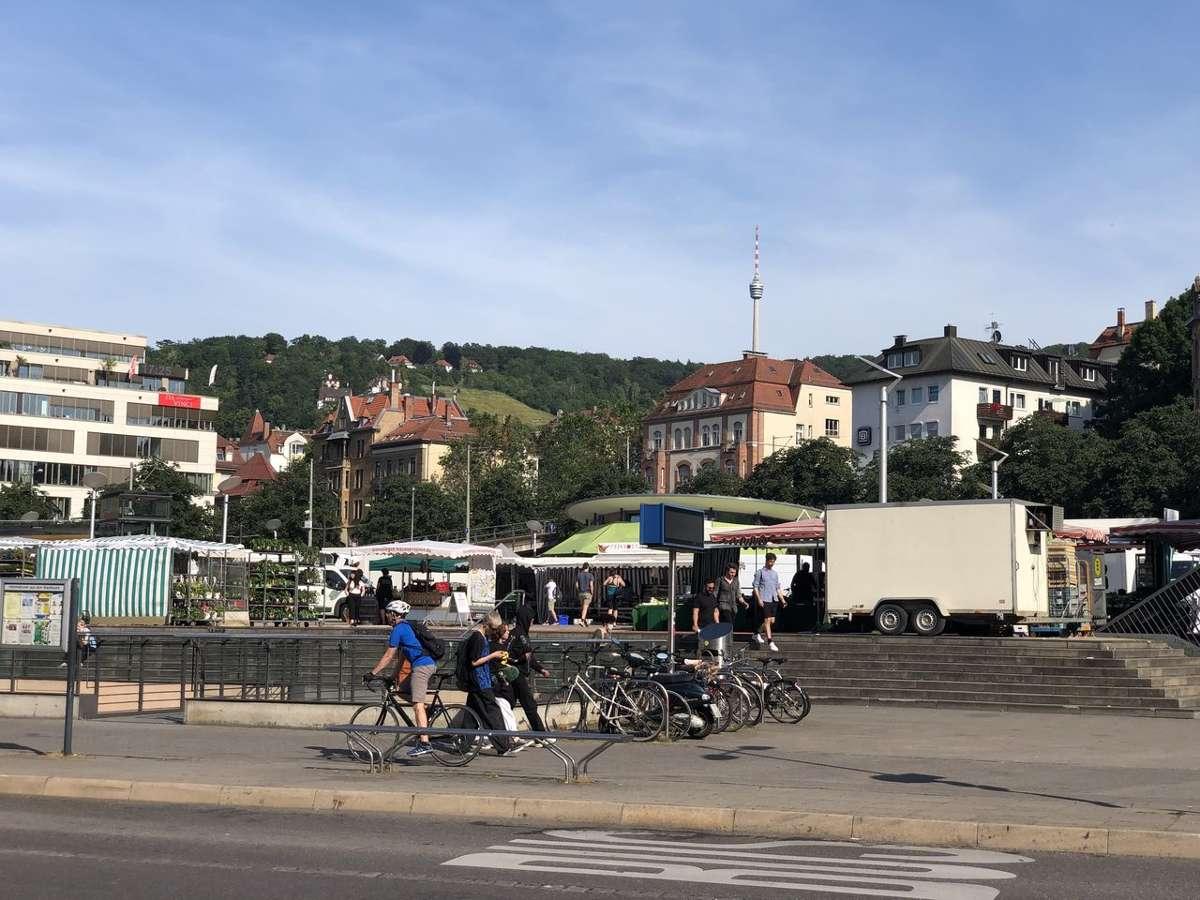 Der Marienplatz in Stuttgart-Süd. Jeden Mittwoch ist hier Wochenmarkt und jeden zweiten und vierten Samstag im Monat findet auf dem Platz Stuttgarts erster Bio-Markt statt.  Foto: Joachim Baier