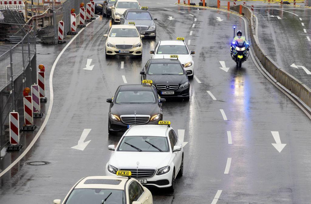 Im April beteiligten sich rund 400 Taxifahrer in Stuttgart an einem bundesweiten Streik  – auch wegen Uber. Foto: imago images / Arnulf Hettrich