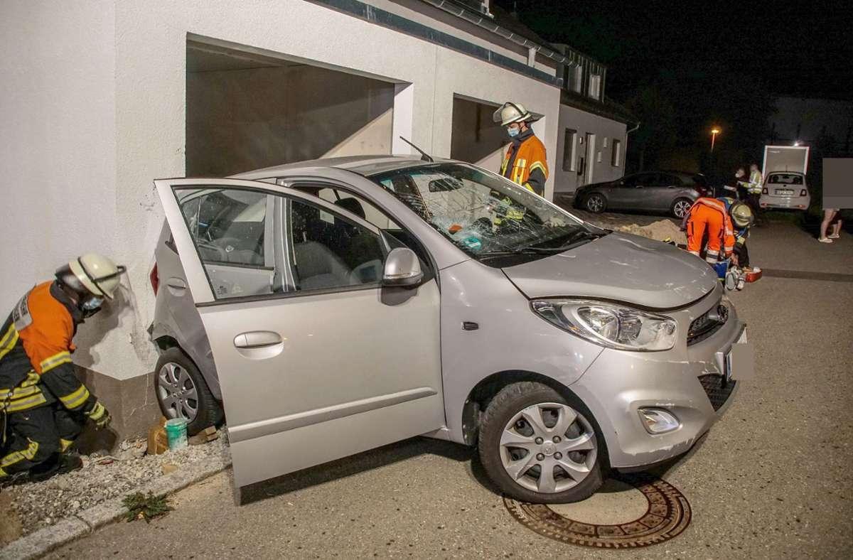Eine 70-jährige Hyundai-Lenkerin verwechselte am Samstagabend offenbar Vorwärts- und Rückwärtsgang Foto: SDMG