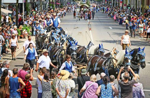 Festumzug lockt 25 000 Zuschauer in die Stadt