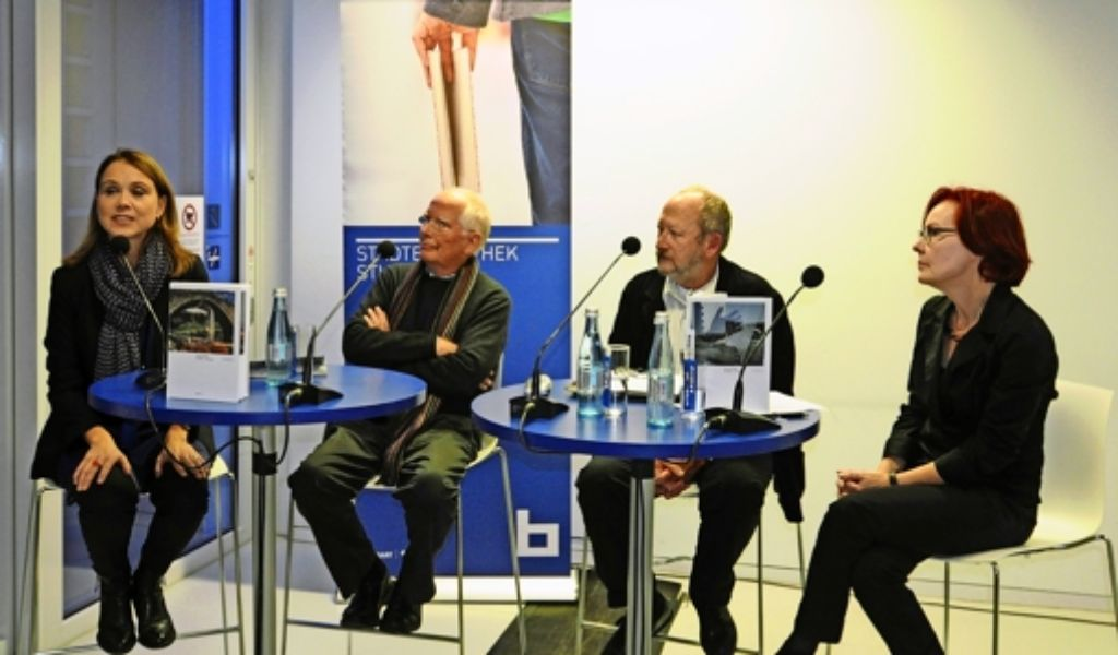 Petra von Olschowski, Peter Dübbers, Ulrich Bernhardt und Irene Ferchl (von links) bei der Vorstellung des Bildbands. Foto: Robin Daniel Frommer
