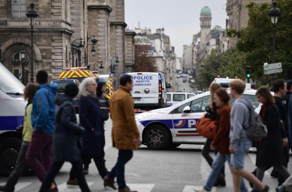 In Paris hat die Polizei einen Messerangreifer erschossen. Foto: AFP/MARTIN BUREAU