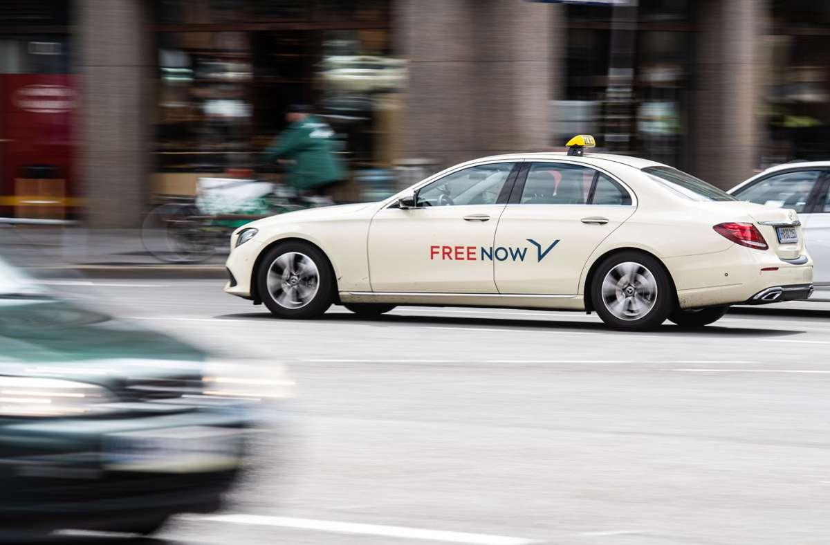 Free Now bietet Fahrdienste in über 100 Städten an. Foto: dpa/Daniel Reinhardt