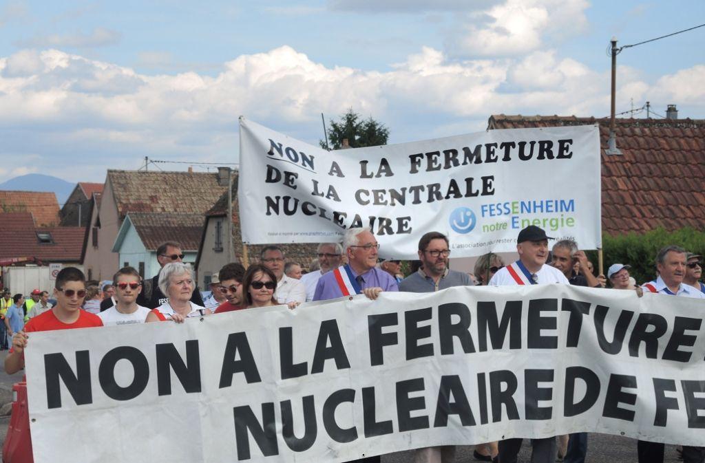 Einwohner von Fessenheim demonstrieren im Juli gegen die drohende Schließung des Atomkraftwerks. Foto: dpa