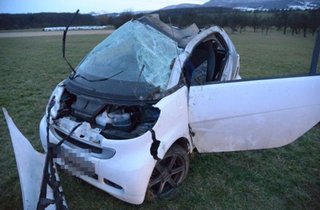Bei einem Unfall auf der A8 wurde die Fahrerin eines Smart schwer und ihr Beifahrer leicht verletzt. Foto: FRIEBE|PR/ Sven Friebe