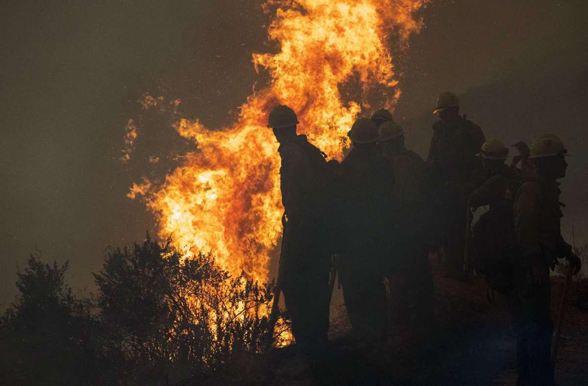 In Kalifornien werden durch die verheerenden Waldbrände noch immer zahlreiche Menschen vermisst. Foto: dpa/Nic Coury