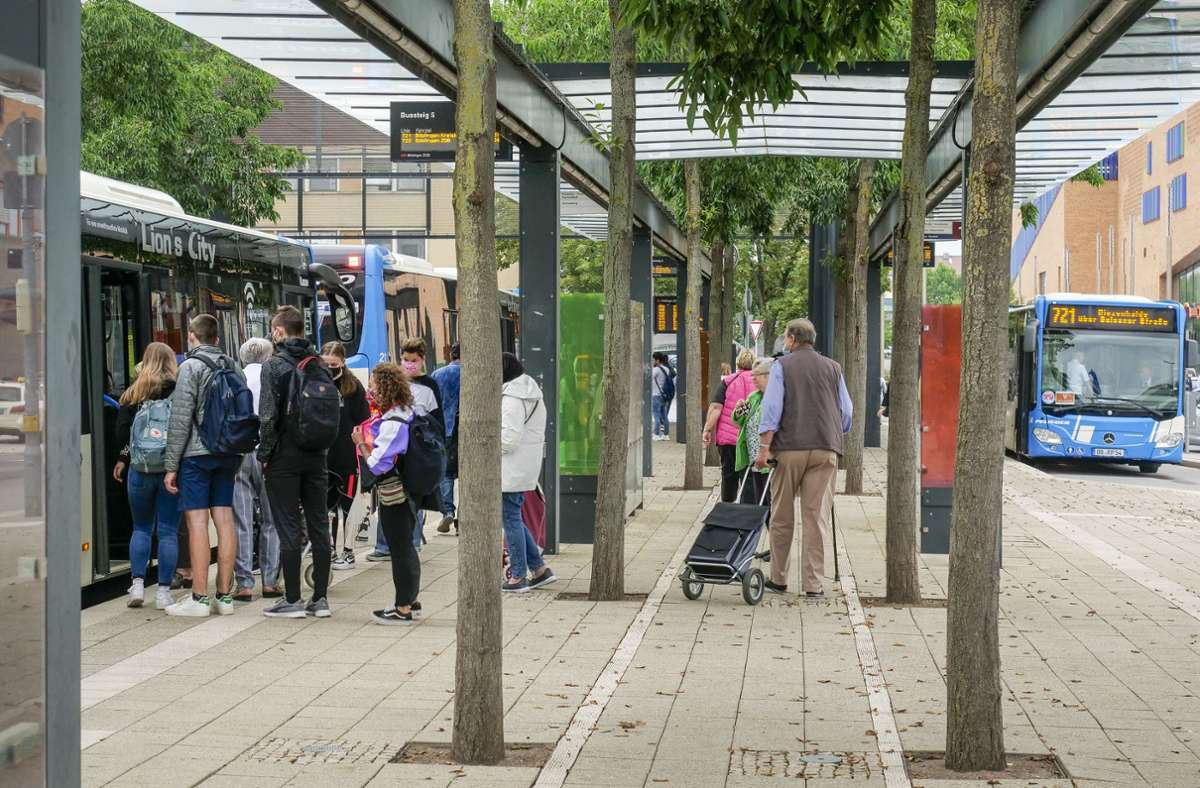Schwierige Situation für Blinde: am Böblinger Busbahnhof Foto: factum/Simon Granville