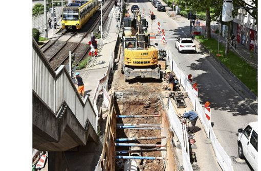 Verkehrsstau wegen Kanalarbeiten