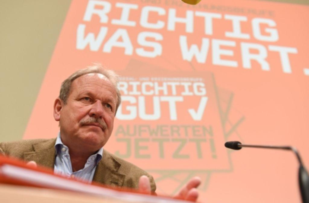 Verdi-Chef Frank Bsirske muss nun auf das Votum der Mitglieder warten. Foto: dpa