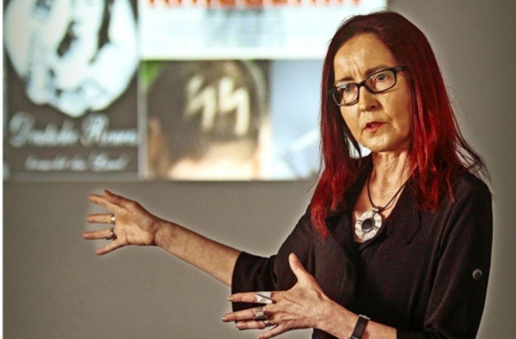 Ellen Esen zeigt  Symbole und Gesichter  von Rechten im Land. Foto: factum/Granville