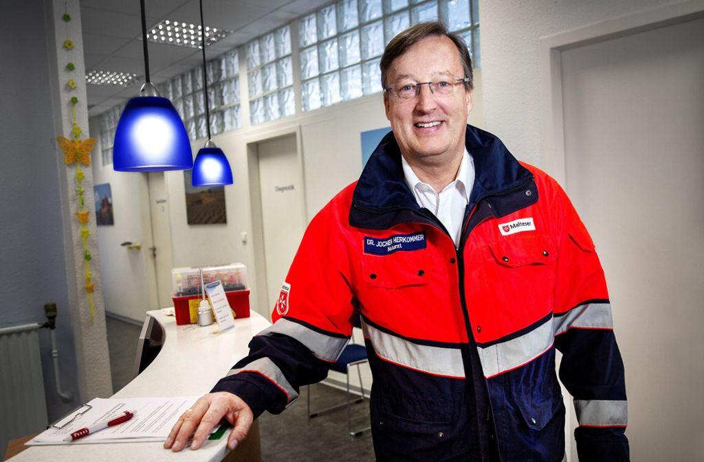 Jochen Herkommer gehört zum Ärzte-Team, das derzeit neben der eigenen  Praxisarbeit auch in den Corona-Abstrichzentren im Landkreis Esslingen tätig ist. Foto: Ines Rudel/Ines Rudel