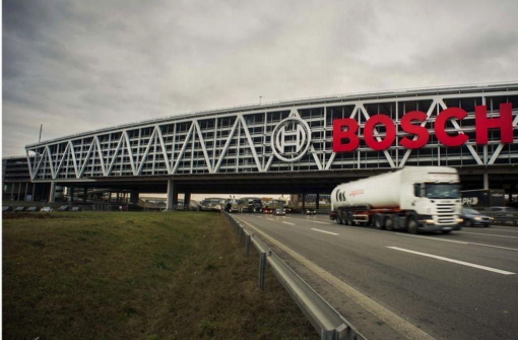 Die Neubaustrecke soll einmal  parallel zur Autobahn unter dem Messeparkhaus hindurchführen. Dieser Teil der Pläne wird nun diskutiert. Foto: Lichtgut/Max Kovalenko