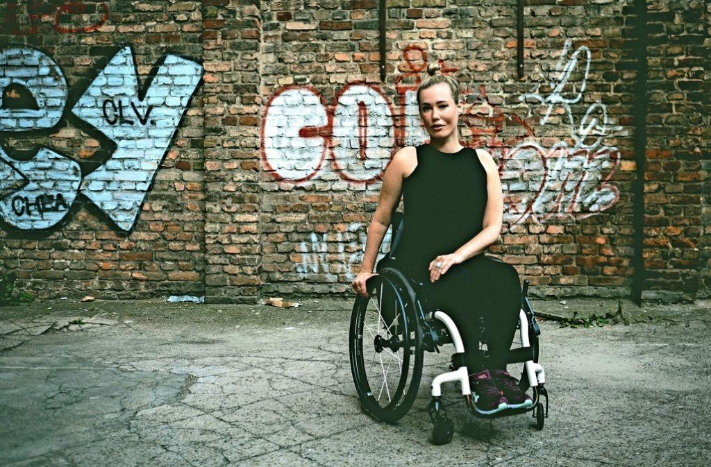 Taffe Frau: Laura Gehlhaar und ihr Rollstuhl, den sie Manfred nennt Foto: Weiland