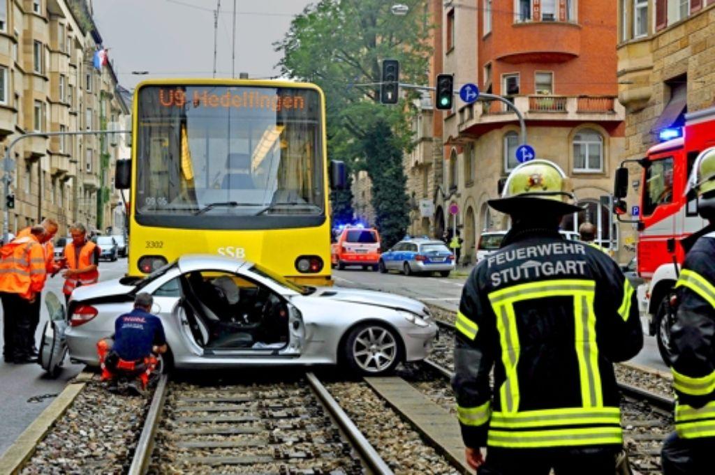 Bei Wendemanövern kollidieren Autofahrer oft mit der Stadtbahn. Foto: Rosar