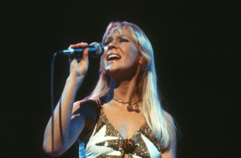 Musikerin Agnetha Fältskog bei einem Konzert im Jahr 1977. Sie galt als Abbas blonde Seele. Foto: dpa/Chris Hoffmann