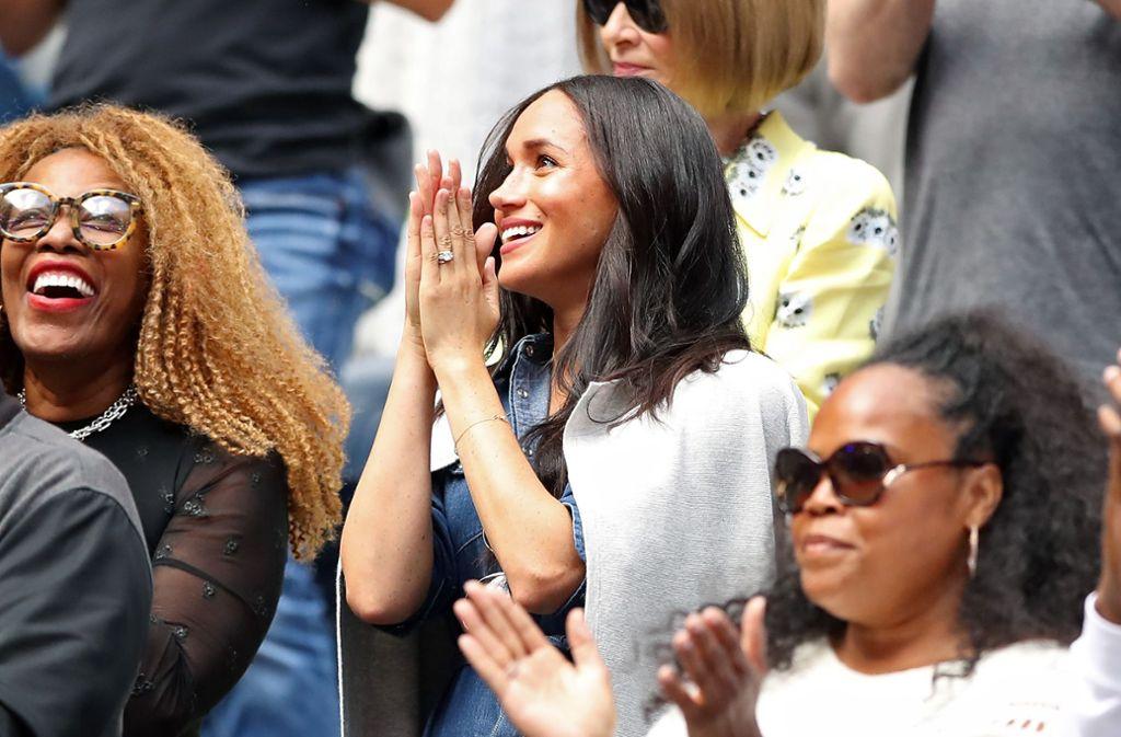 Herzogin Meghan feuert ihre Freundin Serena Williams beim Finale der US Open an. Foto: AFP