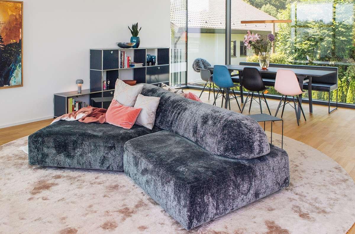 Das Interieur zeichnet sich durch legere Eleganz und ein fein abgestimmtes Farbkonzept aus.  Foto: Annette Cardinale