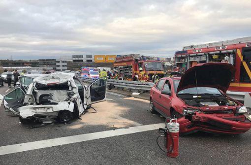 Schwerer Unfall nahe A8 fordert vier Verletzte – B295 voll gesperrt
