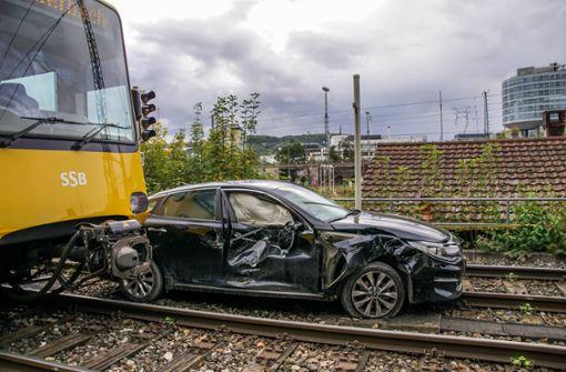 Autofahrer verletzt – Stadtbahnfahrer erleidet Schock