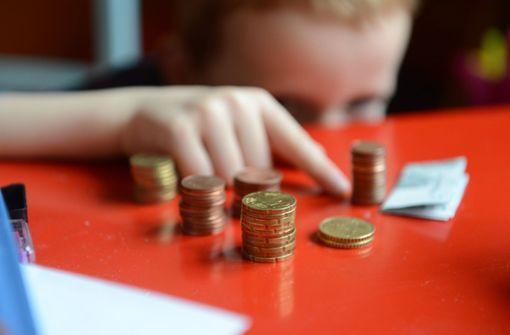 Höherer Zuschlag und kostenloses Schulessen für Kinder