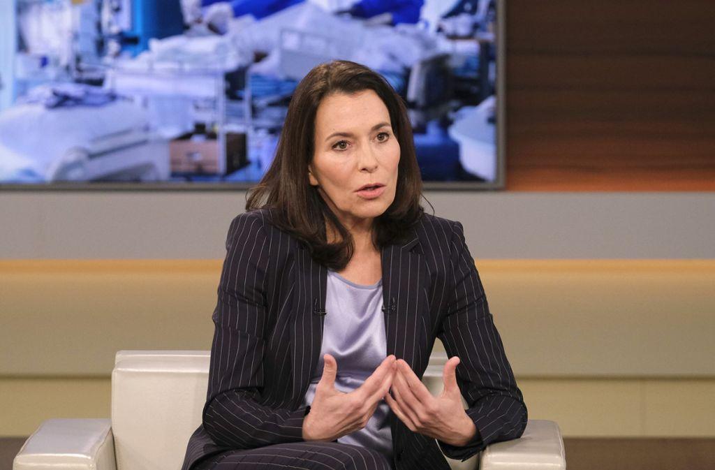 Die Moderatorin Anne Will geht länger in die Pause als sonst. Foto: NDR/Wolfgang Borrs